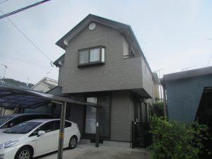 S様邸外壁屋根塗装施工前写真。1、2階ともグレー系の色でした。