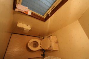 トイレ交換・内装壁紙及びCF張替工事前